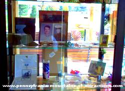 Pictures of display case memorbella from the Viet Nam War