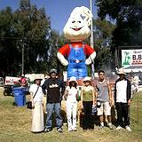 A large garlic character ballon at Pocono Garlic Festival