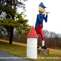 photo of a giant Pied Piper roadside attraction along The Historic PA Lincoln Highway