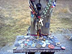 photo of trinkets left on display at Flight 93 Memorial